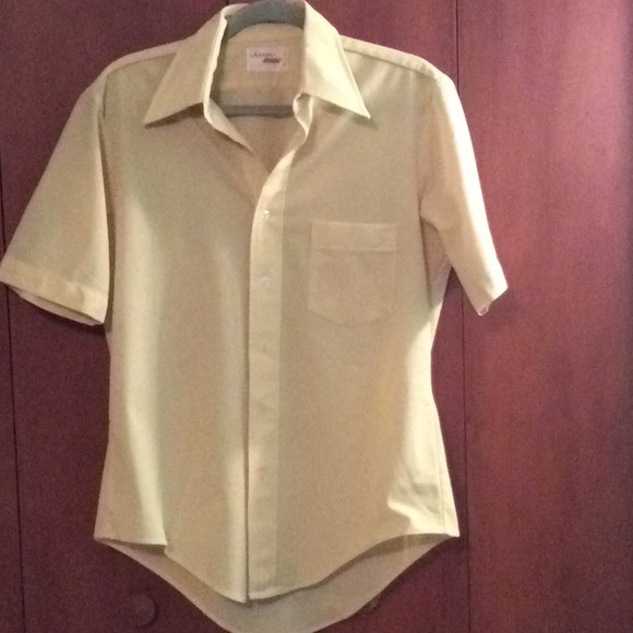 96217d653f4a0 Vintage 1970s yellow polyester men's shirt
